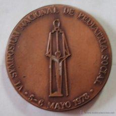 Trofeos y medallas: MEDALLA IV SYMPOSIUM NACIONAL DE PEDIATRÍA SOCIAL 1978 HOSPITAL SAN JUAN DE DIOS BARCELONA50MM COBRE. Lote 46201620