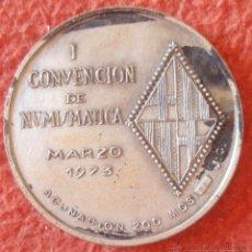 Trofeos y medallas: MEDALLA I CONVENCION DE NUMISMATICA 1973 COBRE PLATEADO 50MM. Lote 46419856