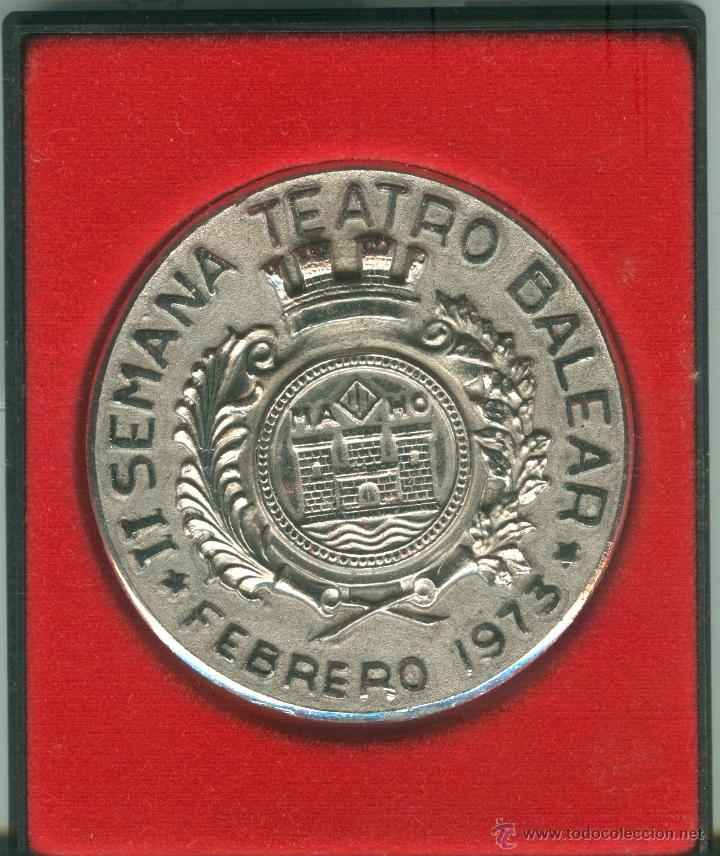 MEDALLA/PISAPAPELES CONMEMORATIVO II SEMANA TEATRO BALEAR 1973 MAHÓN (MENORCA) (Numismática - Medallería - Trofeos y Conmemorativas)