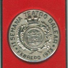 Trofeos y medallas: MEDALLA/PISAPAPELES CONMEMORATIVO II SEMANA TEATRO BALEAR 1973 MAHÓN (MENORCA). Lote 46550765