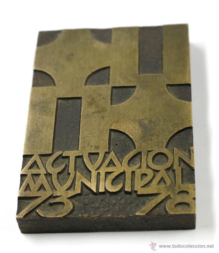 BARCELONA 78. ACTUACIÓN MUNICIPAL, 73 78. 7X4,3 CM. EN METAL (Numismática - Medallería - Trofeos y Conmemorativas)