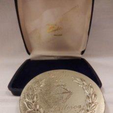 Trofeos y medallas: MEDALLA CONSELL INSULAR DE MALLORCA. FESTES DE LA BEATA. 1985. CON CAJA.. Lote 48108159