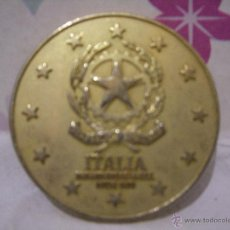 Trofeos y medallas: MEDALLA DORADA CONMEMORATIVA DE PAIS DE COMUNIDAD EUROPEA: ITALIA / TORRE DE PISA - DIAM 50 MM. Lote 48370297
