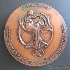 Trofeos y medallas: MEDALLA FERIA INTERNACIONAL DEL CINCUENTENARIO. JUNIO, 1970. MUEBLES DE BARCELONA. 1920. 60 MM. Lote 48533079