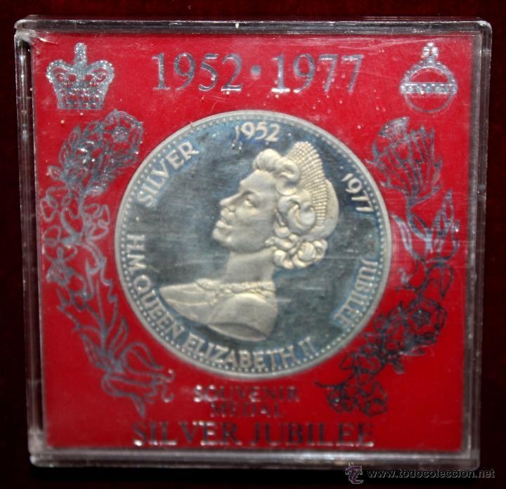MEDALLA EN PLATA DEELIZABETH II, 1952-1977 SILVER JUBILEE. CON ESTUCHE ORIGINAL (Numismática - Medallería - Trofeos y Conmemorativas)