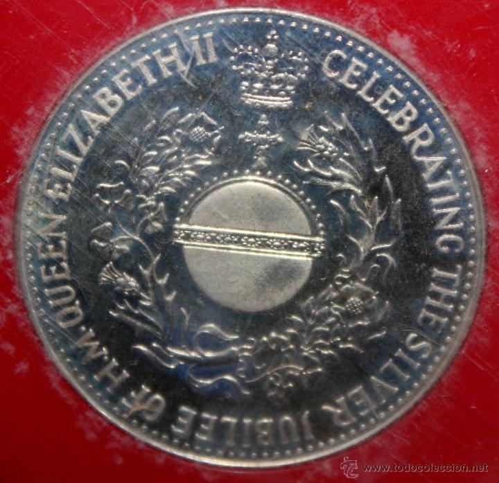 Trofeos y medallas: MEDALLA EN PLATA DEELIZABETH II, 1952-1977 SILVER JUBILEE. CON ESTUCHE ORIGINAL - Foto 3 - 49302763