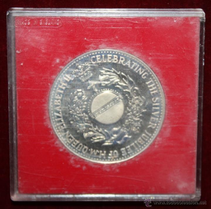 Trofeos y medallas: MEDALLA EN PLATA DEELIZABETH II, 1952-1977 SILVER JUBILEE. CON ESTUCHE ORIGINAL - Foto 4 - 49302763