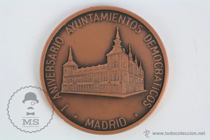 MEDALLA I ANIVERSARIO AYUNTAMIENTOS DEMOCRÁTICOS, MADRID - I SEMANA POPULAR NUMISMÁTICA... (Numismática - Medallería - Trofeos y Conmemorativas)