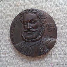 Trofeos y medallas: MEDALLA DE BRONCE CONMEMORATIVA LUIZ DE CAMOES 1524-1580.FIRMADA POR DAVID DE OLIVEIRA.. Lote 244796540
