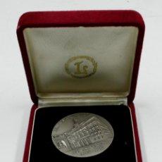 Trofeos y medallas: GRAN TEATRE DEL LICEU. 150 ANIVERSARI 1847-1997. 5 CM DE DIÁMETRO. PLATA. Lote 77859423