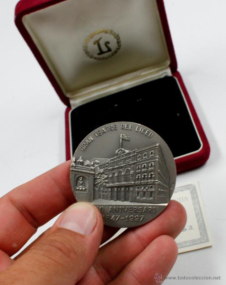 Trofeos y medallas: GRAN TEATRE DEL LICEU. 150 ANIVERSARI 1847-1997. 5 CM DE DIÁMETRO. PLATA - Foto 2 - 77859423
