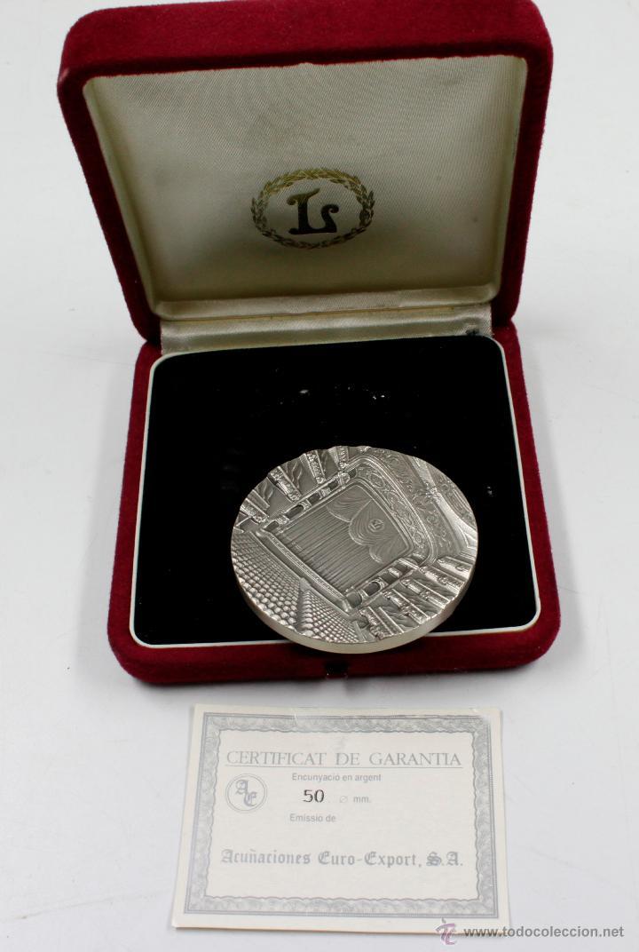 Trofeos y medallas: GRAN TEATRE DEL LICEU. 150 ANIVERSARI 1847-1997. 5 CM DE DIÁMETRO. PLATA - Foto 3 - 77859423