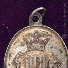 Trofeos y medallas: AYUNTAMIENTO CONSTITUCIONAL DE VALENCIA. AL MERITO. METAL BLANCO 31X21 MM.. Lote 51613075