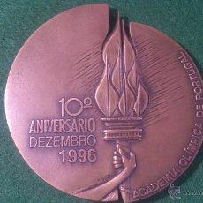 Trofeos y medallas: MEDALLA 10º ANIVERSARIO ACADEMIA OLIMPICA DE PORTUGAL, DE SILVA. NUMERO 92 DE 200.. Lote 52506038