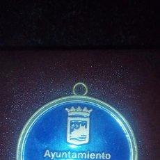 Trofeos y medallas: MEDALLA -MÁLAGA -ESCUDO-FUNDACION DEPORTIVA- AYUNTAMIENTO DE MÁLAGA-MEDALLA ESMALTADA BRONCE-. Lote 70333250
