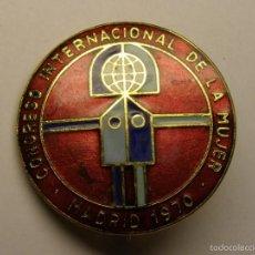 Trofei e Medaglie: INSIGNIA DEL CONGRESO INTERNACIONAL DE LA MUJER, MADRID, AÑO 1970. ESMALTES AL FUEGO.. Lote 56630146