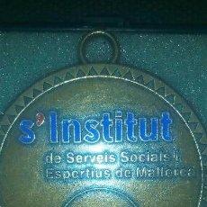 Trofeos y medallas: MEDALLA S´INSTITUT DE SERVEIS SOCIALS I SPORTIUS DE MALLORCA-TROFEO ORO-. Lote 56913055