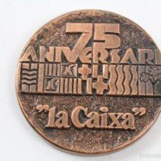 Trofeos y medallas: M-599 MEDALLA EN BRONCE 75 ANIVERSARI LA CAIXA. Lote 56941560