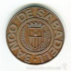 Trofeos y medallas: RIPOLLET AÑO 1973 MEDALLA CONMEMORATIVA DEL BANCO DE SABADELL PRESENTADA EN CARTERA. Lote 51679026
