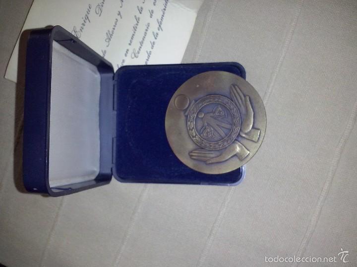 Trofeos y medallas: medalla bronce caja de ahorros de cadiz primer centenario caja original y documento - Foto 3 - 57414228