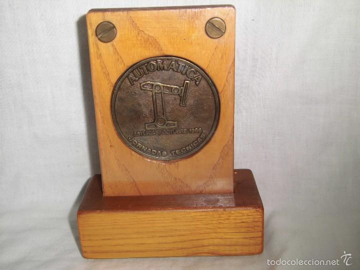 Trofeos y medallas: COLEGIO OFICIAL Y ASOCIACIONES DE INGENIEROS INDUSTRIALES DE ASTURIAS Y LEON.-JORNADAS TECNICAS 198 - Foto 2 - 57973663