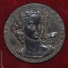 Trofeos y medallas: MEDALLA EN PLATA DEL SANADOR XAVIER PIDOUX DE LA MADUERE. REPUBLICA FRANCESA. AÑO 1952. MULLER. Lote 58928655