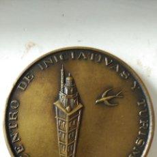 Trofeos y medallas: MEDALLA ASAMBLEA NACIONA FECIT 1974 CENTRO TURISMO LA CORUÑA IMAGEN TORRE DE HERCULES . Lote 58954265