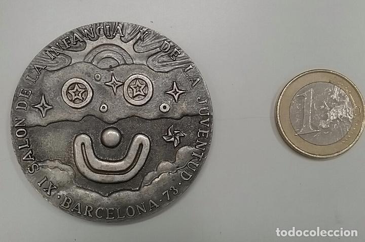 MEDALLA DEL XI SALÓN DE LA INFANCIA Y DE LA JUVENTUD DE BARCELONA AÑO 1973 (Numismática - Medallería - Trofeos y Conmemorativas)