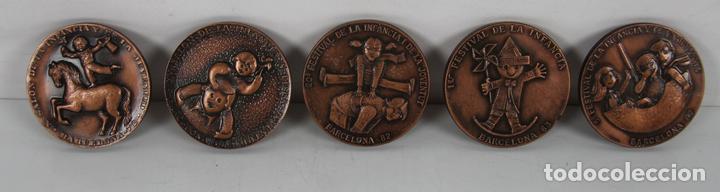 M-316. COLECCION DE 5 MEDALLAS EN BRONCE DEL SALON INTERNACIONAL DE LA JUVENTUD. EN ESTUCHE (Numismática - Medallería - Trofeos y Conmemorativas)