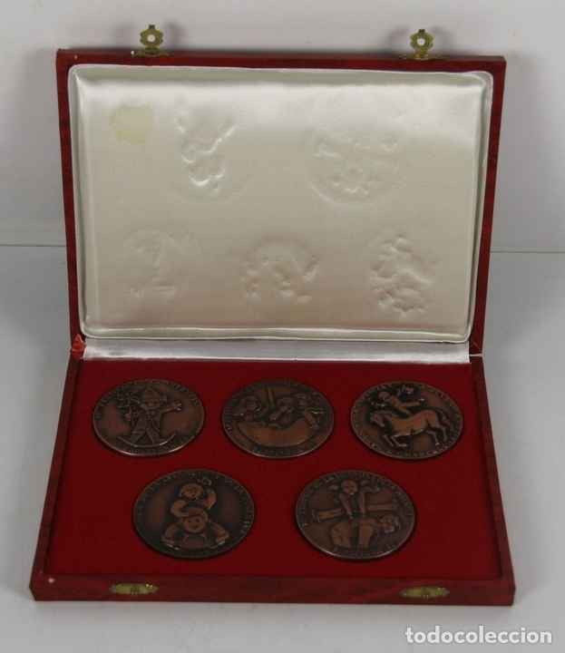 Trofeos y medallas: M-316. COLECCION DE 5 MEDALLAS EN BRONCE DEL SALON INTERNACIONAL DE LA JUVENTUD. EN ESTUCHE - Foto 2 - 44338126