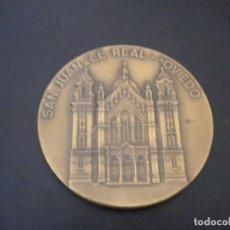 Trofeos y medallas: MEDALLA SAN JUAN EL REAL OVIEDO / BODAS DE PLATINO / 24-06-1915 - 24-06-1990. Lote 66417550