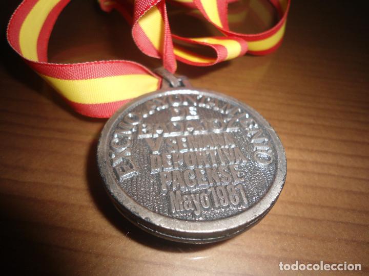 Trofeos y medallas: ANTIGUA MEDALLA V SEMANA DEPORTIVA PACENSE - BADAJOZ - 1981 - Foto 2 - 67187129