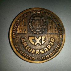 Trofeos y medallas: MEDALLA 140 ANIVERSARIO GUARDIA URBANA BARCELONA 5CM DIAMETRO 37GR. Lote 68616822
