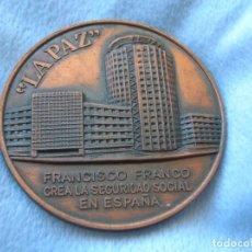 Trofeos y medallas: MEDALLA CONMEMORATIVA DEL HOSPITAL DE LA PAZ DE MADRID. FUNDACIÓN FRANCISCO FRANCO.. Lote 70368261