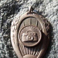 Trofeos y medallas: CENTRE EXCUSIONISTA DE CATALUNYA / VACANCES 1966 / MIDE 4'5 X 3 CMS.. Lote 74383255