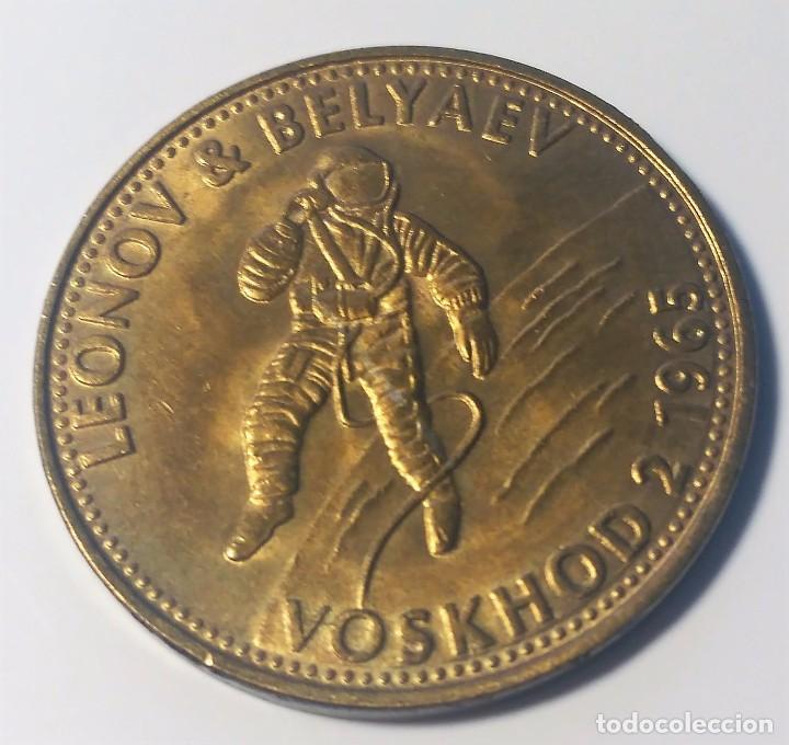 MONEDA CONMEMORATIVA MISION VOSKHOD 2 1965 - NASA - LEONOV & BELYAEV - SHELL (Numismática - Medallería - Trofeos y Conmemorativas)
