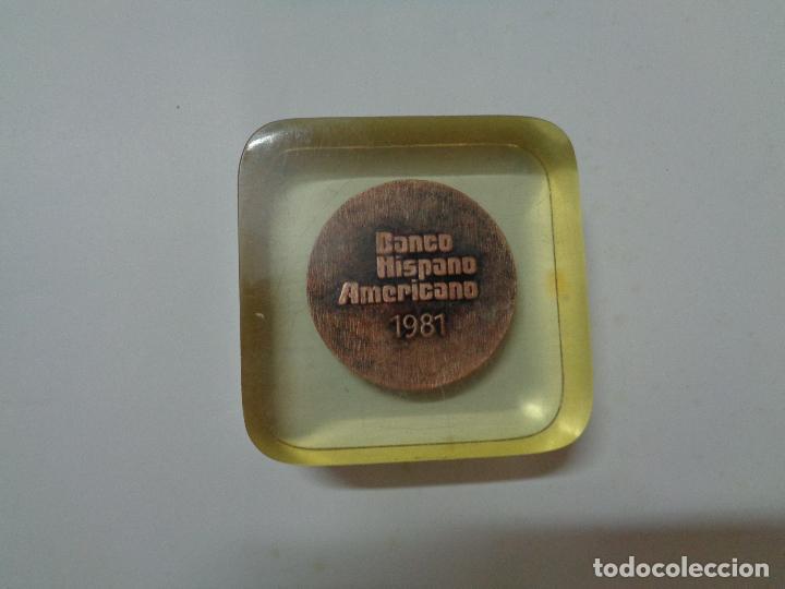 Trofeos y medallas: pisapapeles metacrilato placa conmemorativa medalla moneda banco hispano americano año 1981 - Foto 6 - 76534595