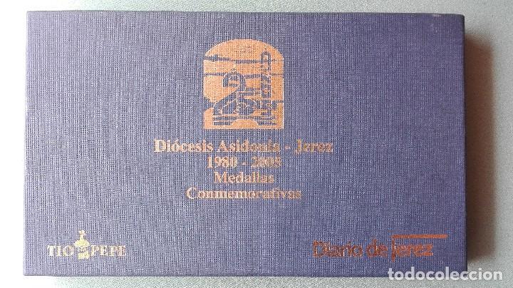 Trofeos y medallas: 8 medallas conmemorativas Diocesis Asidonia Jerez 1980 2005 - Foto 3 - 78938257