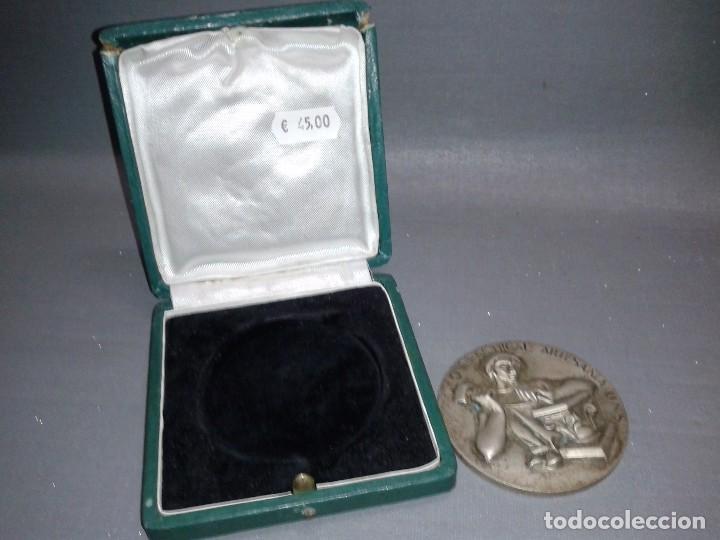 918- MEDALLA OBRA SINDICAL ARTESANÍA UNS ( CAJA ORIGINAL) 6.5 CMS (Numismática - Medallería - Trofeos y Conmemorativas)