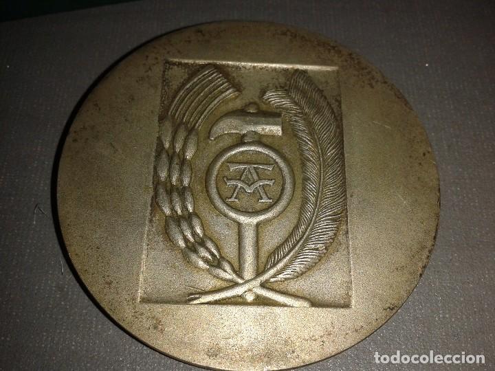 Trofeos y medallas: 918- MONEDA CONMEMORATIVA DEL AÑO SANTO AÑO 1971 DE LA FALANGE ESPAÑOLA ( 6,5CMS) - Foto 3 - 82705300