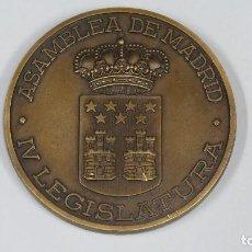 Trofeos y medallas: MEDALLA CONMEMORATIVA. IV ASAMBLEA DE MADRID. 1988. Lote 83278352