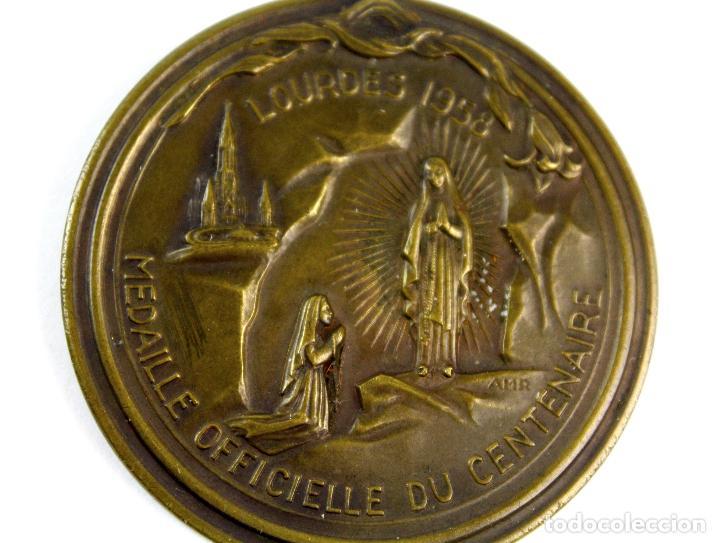 Trofeos y medallas: M-607. MEDALLA OFICIAL DEL CENTENARIO APARICION VIRGEN EN LOURDES. 1958. - Foto 3 - 83444644