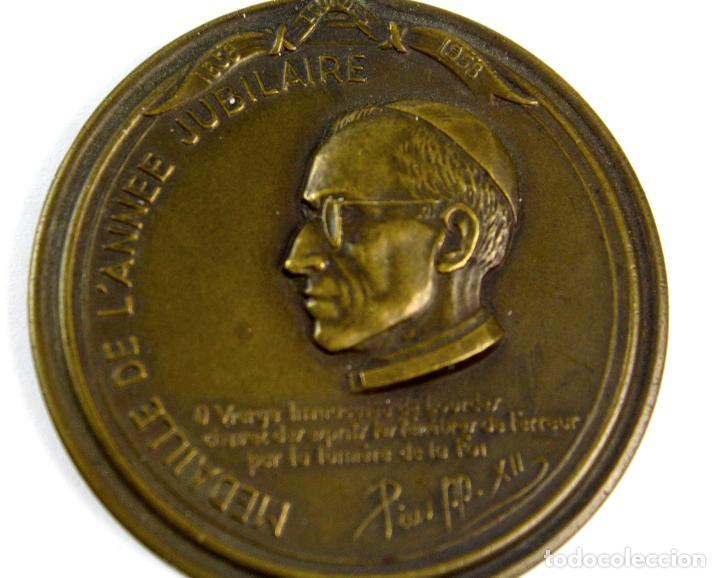 Trofeos y medallas: M-607. MEDALLA OFICIAL DEL CENTENARIO APARICION VIRGEN EN LOURDES. 1958. - Foto 4 - 83444644