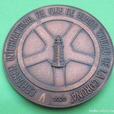 Trofeos y medallas: MEDALLA. CERTAMEN INTERNACIONAL DE CINE DE HUMOR ´CIUDAD DE LA CORUÑA´. 1977. BRONCE. 6 CM, DIÁMETRO. Lote 83811524