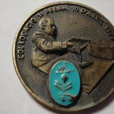 Trofeos y medallas: MEDALLA CONMEMORATIVA CONSTRUCCION PUERTO DE MATARO 1988-1991 - BRONCE CON PIEDRA INCRUSTADA. Lote 85093344