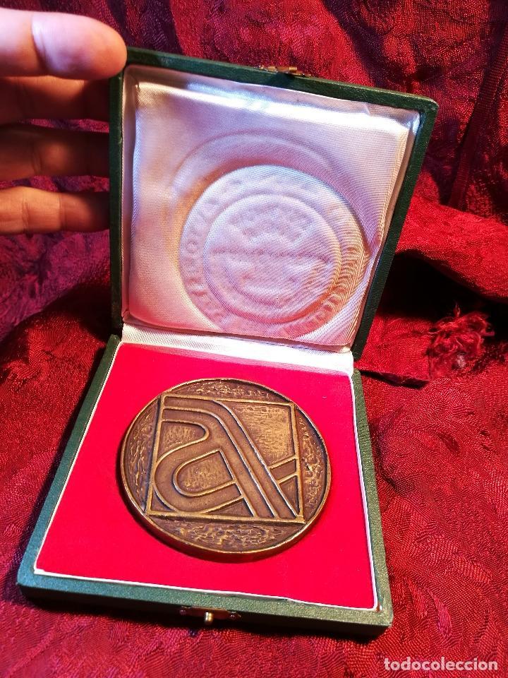 Trofeos y medallas: MEDALLA BRONCE CONMEMORATIVA INAGURACION TRAMO BARCELONA GERONA AUTOPISTA MEDITERRANEO AP-7 1971 - Foto 7 - 85164168