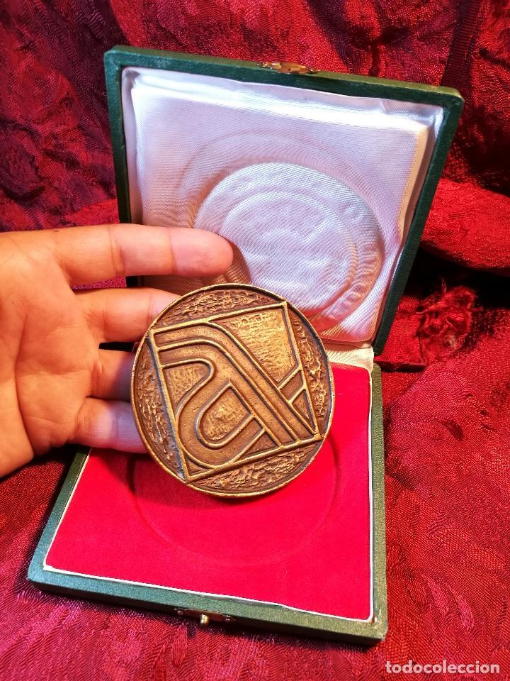 Trofeos y medallas: MEDALLA BRONCE CONMEMORATIVA INAGURACION TRAMO BARCELONA GERONA AUTOPISTA MEDITERRANEO AP-7 1971 - Foto 8 - 85164168