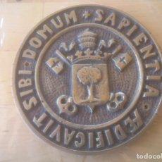Trofeos y medallas: MEDALLON MEDICINA UNIVERSIDAD AEDIFICAVIT SIBI DOMUM SAPIENTIA. Lote 85366804