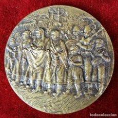 Trofeos y medallas: MEDALLA EN BRONCE. ESCENA COSTUMBRISTA. FIRMADO. M. ACUÑA. CIRCA 1960. . Lote 86715260