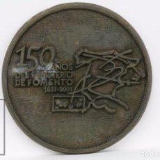Trofeos y medallas: MEDALLA CONMEMORATIVA - 150 AÑOS DEL MINISTERIO DE FOMENTO 1851-2001 - DIÁMETRO 6 CM. Lote 87202384